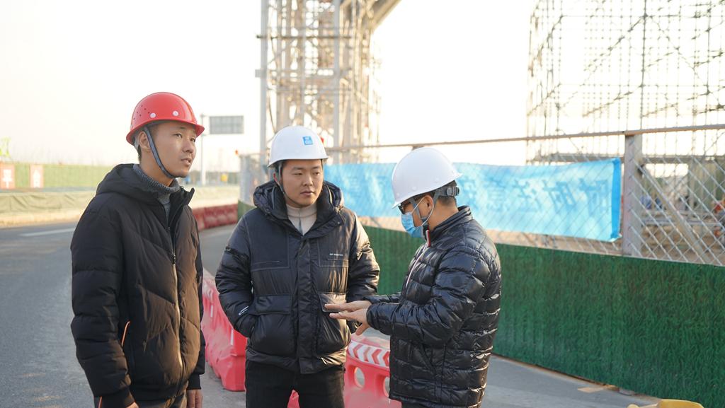 Sino Sculpture team in Site